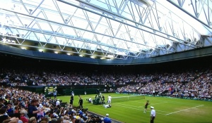 It's raining, the roof is shut on Centre Court